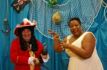 Hook & Ms. Ronde; Robe Miss Ronde Morton courtesy of May's Ange
